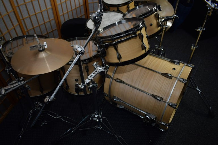 Drum Kit B/B Chestnut Finish